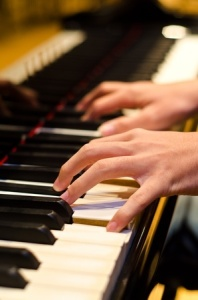 + Playing piano Practice Ap 09 12244769_s